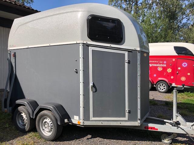"""Böckmann Esprit """"special"""" -17 hästsläp med aluminiumgolv hos Släpgrossisten i Stockholm Uppsala Mälardalen"""